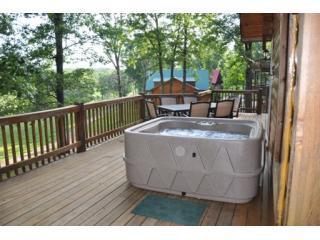 All Wood LogCabin HotTub 2, 3, 4, 6 bdrm SPECIALS! - Branson vacation rentals