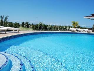Spacious 4 bedroom Runaway Bay Villa with Internet Access - Runaway Bay vacation rentals