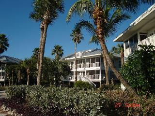 Relaxing Ocean Front Villa- Screened Porch, Full Kitchen, Laundry, Cable TV - Placida vacation rentals