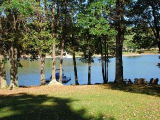 Beautiful 4 Bedroom Lakefront home just minutes from the ski slopes! - McHenry vacation rentals