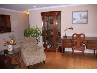 Living room - Stylish, Cosy & Air Conditioned - Bellevue - rentals