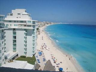 $60-$119: BILLION $ VIEWS! 2 PENTHOUSES!  BALCONY! - Cancun vacation rentals