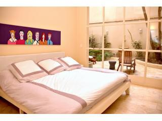 Master Bedroom - Luxury Apt. w/22 ft ceilings,Pvt Garden & Fire Pit - Buenos Aires - rentals