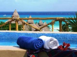 Romantic 1 BDR w/ priv Hot Tub Beach Club near 5th - Playa del Carmen vacation rentals