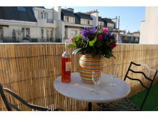 The view from the terrace - Beautiful Bright Apartment Near Eiffel Tower. - Paris - rentals