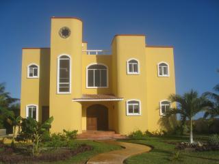 LUXURY OCEAN FRONT **SPRING SPECIALS SAVE $250 ** - Puerto Morelos vacation rentals