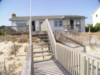 Spacious 4 bedroom House in Emerald Isle with Deck - Emerald Isle vacation rentals