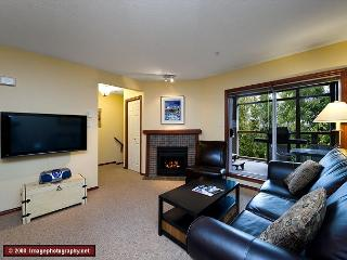 45 Glaciers Reach this 2br home has a hot tub & pool in Whistler Village - Whistler vacation rentals