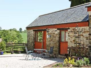 BARN COTTAGE, country holiday cottage, with a garden in Dobwalls, Ref 1735 - Liskeard vacation rentals