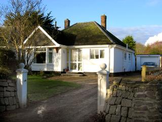 NO 5 CARLYON ROAD, pet friendly, with a garden in Playing Place, Ref 1939 - Playing Place vacation rentals