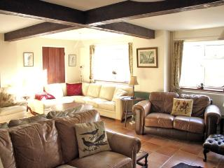 WHYTINGS, pet friendly, country holiday cottage, with a garden in Uplyme, Ref 2581 - Uplyme vacation rentals