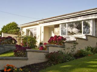 1 MIREHOUSE PLACE, family friendly, with a garden in Angle, Ref 2764 - Angle vacation rentals