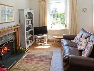 2 BEACON HIGH, family friendly, character holiday cottage, with a garden in Lindale, Ref 1537 - Lindale vacation rentals
