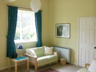 2 THE CLOSE, country holiday cottage, with a garden in Radbourne, Ref 1708 - Radbourne vacation rentals