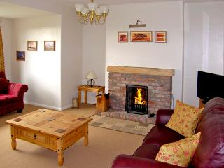 ALEXANDRA HOUSE, pet-friendly, with a garden in Beadnell, Ref 822 - Beadnell vacation rentals