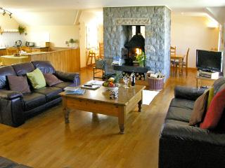 ANCHORAGE HOUSE, family friendly, luxury holiday cottage, with spa pool in Trearddur Bay, Ref 658 - Trearddur Bay vacation rentals