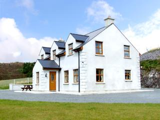 ARDAGH NORTH, pet friendly, country holiday cottage, with a garden in Baltimore, County Cork, Ref 2405 - Leap, County Cork vacation rentals