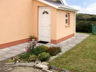 BANTRY APARTMENT, romantic, country holiday cottage, with a garden in Bantry, County Cork, Ref 3642 - County Cork vacation rentals