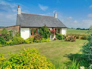 BARMOOR RIDGE, pet friendly, character holiday cottage, with a garden in Lowick Near Holy Island, Ref 409 - Lowick vacation rentals