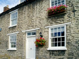 BLACK SWAN COTTAGE, family friendly, character holiday cottage, with a garden in Pickering, Ref 2155 - Levisham vacation rentals