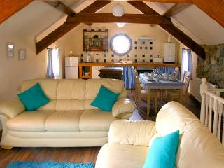BLUEBELL COTTAGE, family friendly, character holiday cottage, with a garden in Caeathro, Ref 2953 - Caeathro vacation rentals