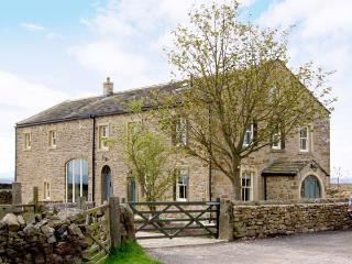 BOOKILBER BARN, family friendly, luxury holiday cottage, with hot tub in Settle, Ref 2986 - Settle vacation rentals