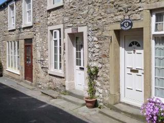 BRIDLE COTTAGE, pet friendly, character holiday cottage in Settle, Ref 2781 - Settle vacation rentals