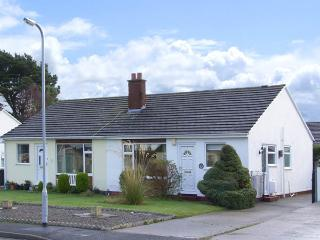 CASTLE COVE, pet friendly, with a garden in Abergele, Ref 2810 - Conwy County vacation rentals