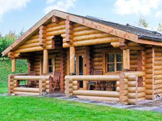 CEDAR LOG CABIN, BRYNALLT COUNTRY PARK, pet friendly, country holiday cottage, with a garden in Welsh Frankton, Ref 3623 - Welsh Frankton vacation rentals