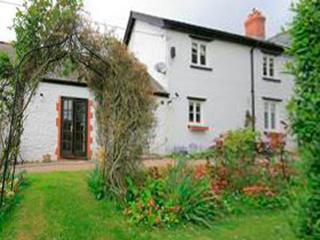 COED Y GELLI, romantic, character holiday cottage, with open fire in Abergavenny, Ref 2973 - Abergavenny vacation rentals
