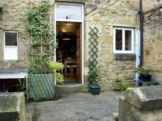 COSY NOOK, character holiday cottage, with a garden in Alnwick, Ref 1522 - Alnwick vacation rentals