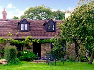 CRISPEN COTTAGE, character holiday cottage, with a garden in - Wall-under-heywood vacation rentals