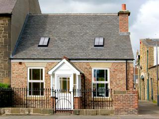 DACRE COTTAGE, pet friendly, country holiday cottage, with a garden in Morpeth, Ref 2116 - Morpeth vacation rentals