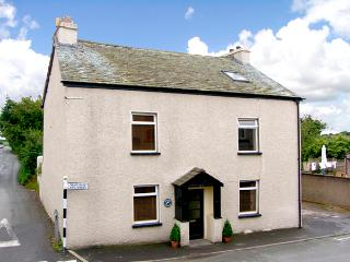 DOLPHIN COTTAGE, pet friendly, with a garden in Flookburgh, Ref 2171 - Flookburgh vacation rentals