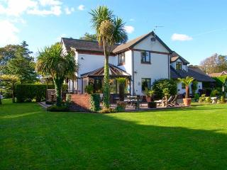 DOMECILIA, family friendly, with pool in Cosheston, Ref 2836 - Amroth vacation rentals