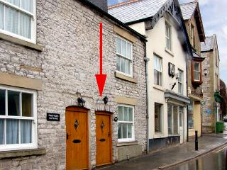 EXCHANGE COTTAGE, family friendly, WiFi, character holiday cottage in Tideswell, Ref 2422 - Tideswell vacation rentals