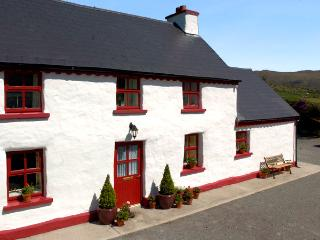 FEHANAUGH COTTAGE, country holiday cottage, with a garden in Lauragh, County Kerry, Ref 2299 - Kilcrohane vacation rentals