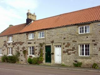 GABBY COTTAGE, family friendly, character holiday cottage, with a garden in Christon Bank, Ref 1592 - Embleton vacation rentals
