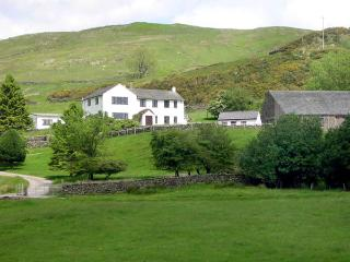 GHYLL BANK HOUSE, pet friendly, country holiday cottage, with a garden in Staveley, Ref 2026 - Staveley vacation rentals