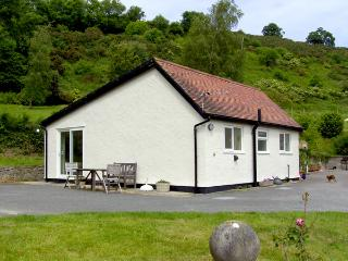GWERN TYNO, family friendly, country holiday cottage, with a garden in Colwyn Bay, Ref 414 - Conwy County vacation rentals