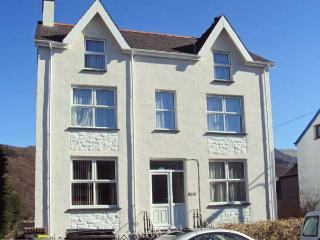 HALFORD HILL, pet friendly, country holiday cottage, with a garden in - Llanberis vacation rentals