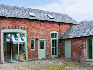 OLD COACH HOUSE, pet friendly, character holiday cottage, with a garden in Shrawardine, Ref 2984 - Shrawardine vacation rentals