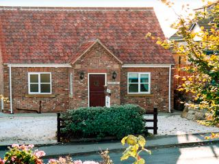 HEATHER CROFT, family friendly, with a garden in Robin Hood'S Bay, Ref 925 - Robin Hood's Bay vacation rentals