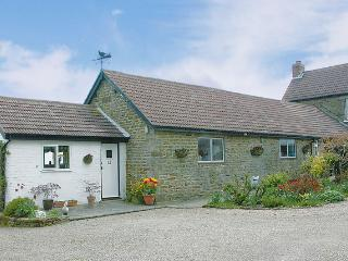 HERMITAGE COTTAGE, pet friendly, character holiday cottage, with a garden in Egton Near Whitby, Ref 1109 - Egton vacation rentals