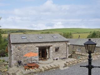 HILL SIDE BARN, family friendly, character holiday cottage, with hot tub in Pennington Near Ulverston, Ref 2964 - Pennington vacation rentals