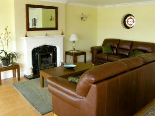 HERONS REACH, pet friendly, country holiday cottage, with a garden in Pembroke, Ref 3566 - Pembroke vacation rentals