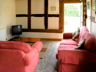 HOLLY BUSH, romantic, character holiday cottage, with a garden in Luntley, Ref 2215 - Pembridge vacation rentals