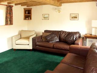 HOLLY COTTAGE, pet friendly, character holiday cottage, with a garden in Lower Wood, Ref 2041 - Lower Wood vacation rentals