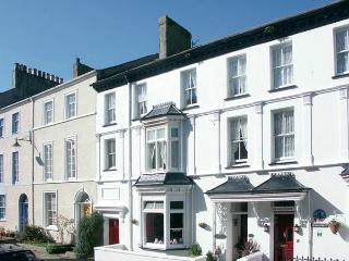 ISFRYN, pet-friendly, character holiday cottage, with a garden in Caernarfon, Ref 1233 - Caernarfon vacation rentals