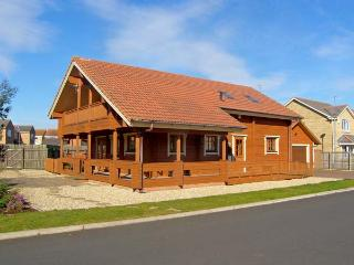 JAMAAL LODGE, pet friendly, with a garden in Amble-By-The-Sea, Ref 2127 - Warkworth vacation rentals